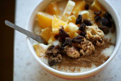 Vegan Breakfast: Semolina with amaranth popping, soy milk, orange, peanut butter, raisins and cinnamon