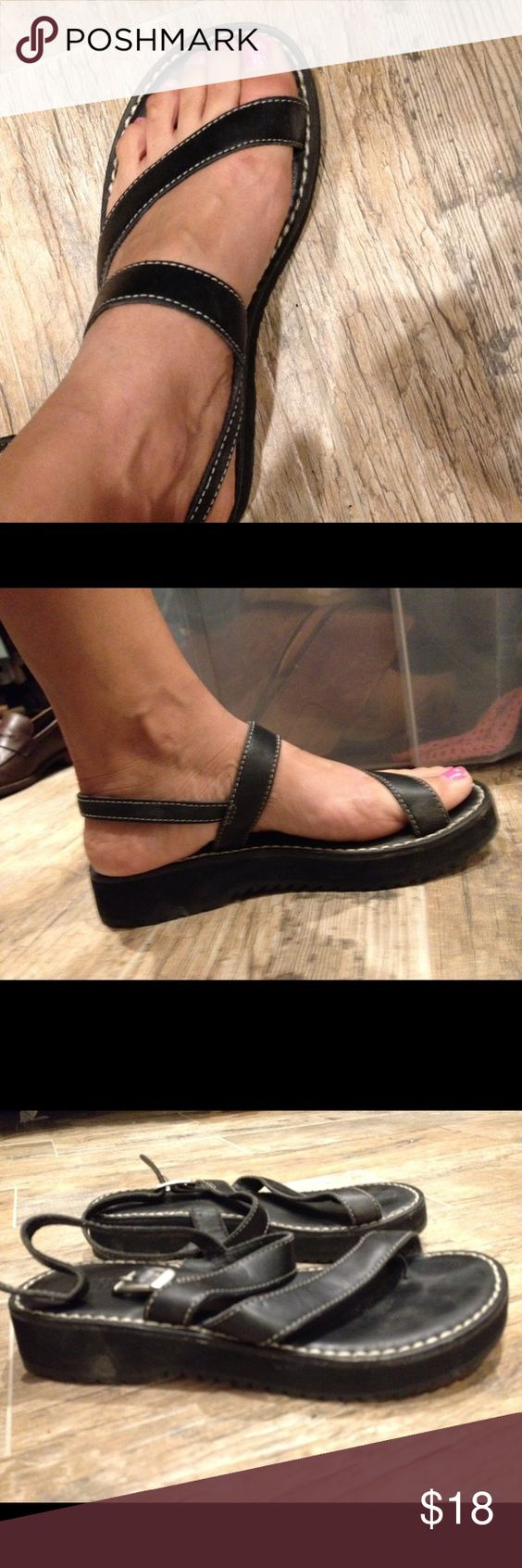 Black sandals size 7 - Black Sandals Simple Black Super Comfy Simple Sandal Size 7 In Excellent Condition