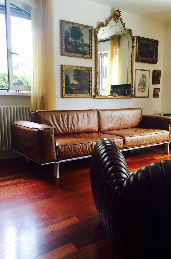 O estudiobola desembarcou na Itália! Na foto, nosso Sofá Less com a Poltrona Shell em uma casa da cidade de Bergamo.