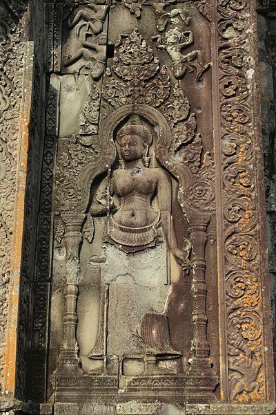 Một bức điêu khắc ở trong đền Phnom Bakheng