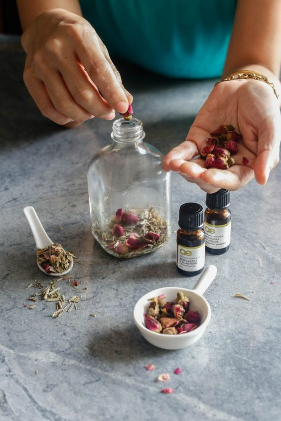 Summertime Breeze Body Oil Recipe | littlegreendot.com | All natural ingredients using plant oil (grapeseed, almond, coconut...), essential oil (bergamot & geranium), and dried herbs (lemongrass & rose). For hydration and nourishment. Beauty DIY