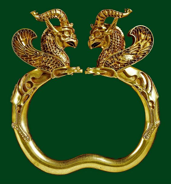 5-4 c. BCE. Gold griffin-headed armlet from the Oxus treasure  Achaemenid Persian. London British Museum; BM ME 124017