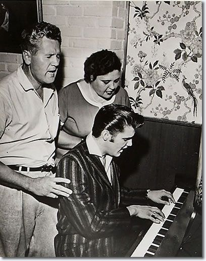 Vernon, Gladys and Elvis Presley sing at the piano : 1034 Audubon Drive House : June 17, 1956.