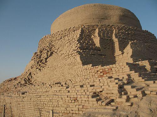 Mohenjo-Daro - megaconstructions (3300–1300 BCE; mature period 2600–1900 BCE)