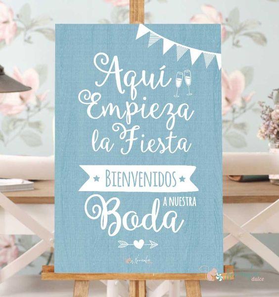 Cartel de Bienvenidos a Nuestra boda - Aquí empieza la fiesta. Vinilo sobre madera. Disponible en tres colores.  Medidas 40 x 60 cms