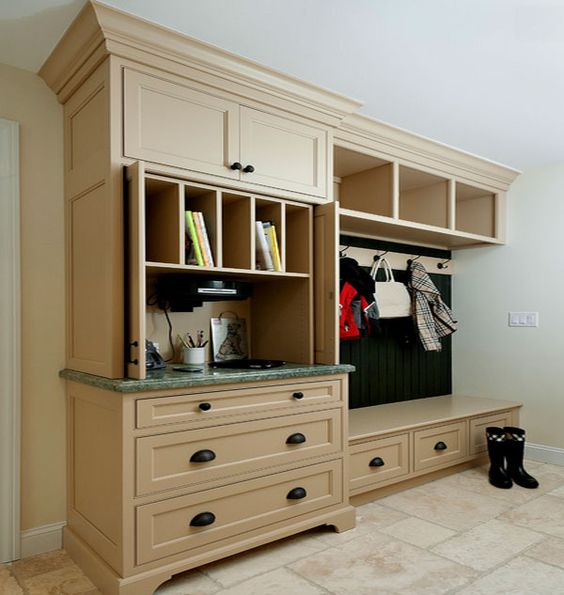 Mobile Device Charging Stations For A Neat And Tidy E Kitchens Mudroom Mud Rooms