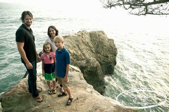 Family photo shoot: cliff shot