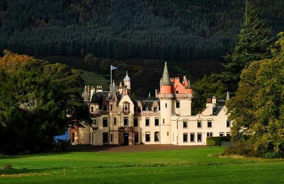 Aldourie Castle (Loch Ness, Scotland)