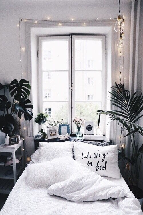 Cool Bedroom Idea With Plants And Prints Black And White Lights Bedroom Design Minimalist Bedroom Bedroom Inspirations