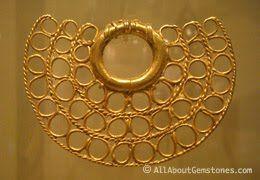 Artefacto para la nariz en oro  Museo del Oro  Peru