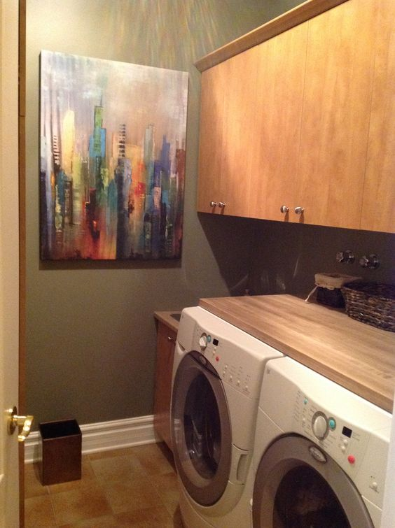Small Laundry Room With Wood Counter Top Petite Salle De Lavage Avec Tablette En Bois Deco Home Appliances Washing Machine