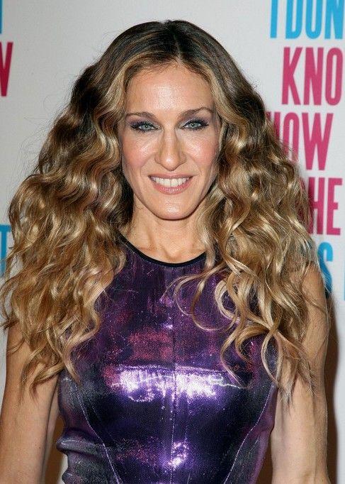 Promi Frisuren Sarah Jessica Parker Frisuren With Images Carrie Bradshaw Hair Hair Extensions Best Curly Hair Styles