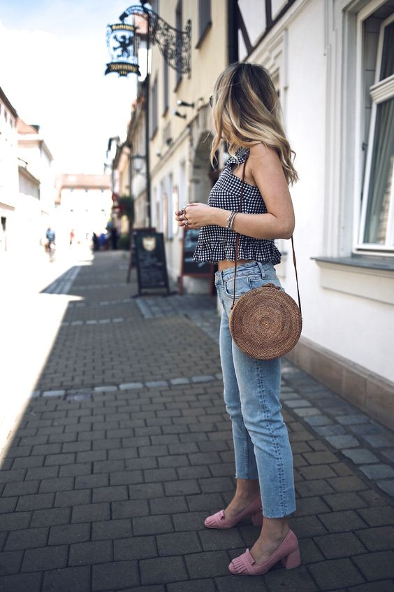 Round Straw Bag Summer 2017 Trend: Casual Spring Summer Blogger Outfit Classy Preppy Chic by Want Get Repeat Blog