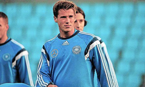 Die Nationalmannschaft training - Erik Durm #erikdurm #durm #15 #mannschaft #deutschland #fußball #futbol #cute #boys #germanyboys #germany