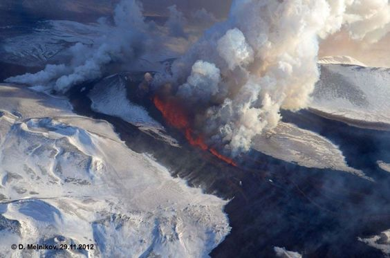 Environment Volcano And Iceland - Incredible neon blue lava flames erupt volcano
