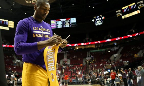 Reports: Lakers sign Metta World Peace, Thomas Robinson = Shams Charania of The Vertical reported Wednesday that the Los Angeles Lakers have agreed to a deal to bring back forward Metta World Peace.  World Peace spent last season with the Lakers after making the final roster out of training camp despite.....