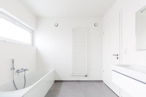 オキシクリーンでお風呂の床掃除 失敗しない黒ずみ除去の注意点は