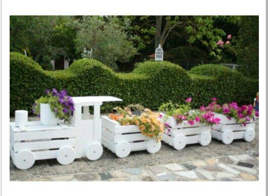 Tren con cajas de madera patis escola pinterest for Catalogo de flores de jardin