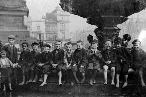 the lifestyle of poor victorians | Children from an old Victorian workhouse on a day out next to the ...