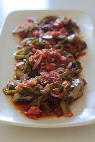 Peixe Espada Estufado com Tomate e Pimento