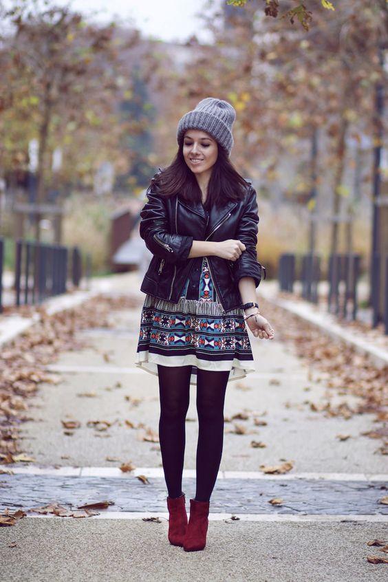 Bonnet gris Robe motifs ethniques Perfecto Balenciaga Bottines bordeaux: