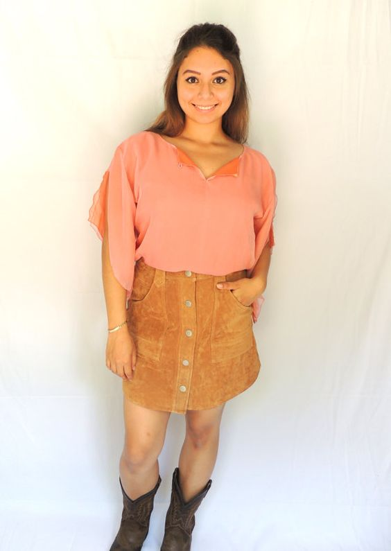 Vintage 90s pink coral flowy top with keyhole in the front and slit sleeves. This is a great top to add to any boho inspired outfit! $24.99