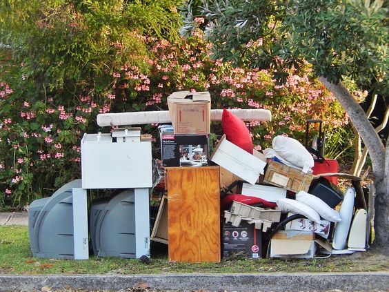 sydney rubbish removal http://sydneyrubbishservices.com.au/moving-house-or-business-premises-rubbish-removal/