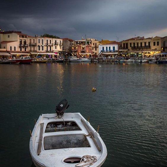ενετικό λιμάνι Ρεθύμνου. (📷photo by @manoleas )