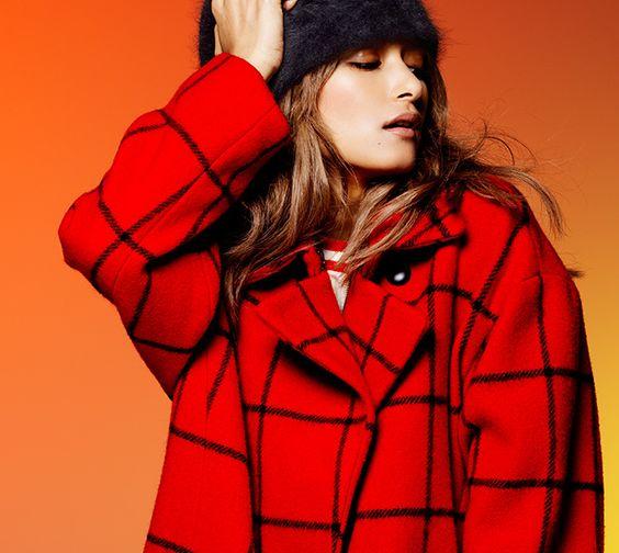 赤色コートのローラ