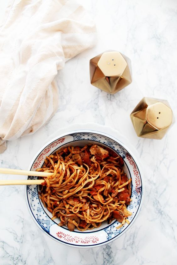 Nouilles chinoises aux légumes et poulet au miel