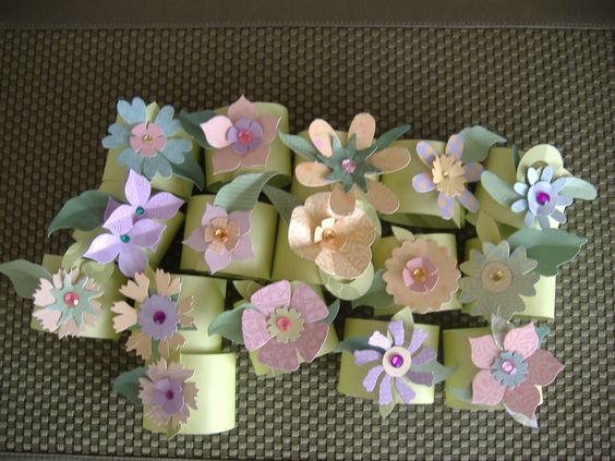 These napkin rings are so fun and easy to make.  They would be fun to make and use at a wedding shower, set in the middle of the plate...so pretty.