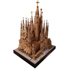 La Sagrada Familia in Barcelona, Spain.  3d paper craft model.  Free to print!  Amazing!  Beautiful cathedral.
