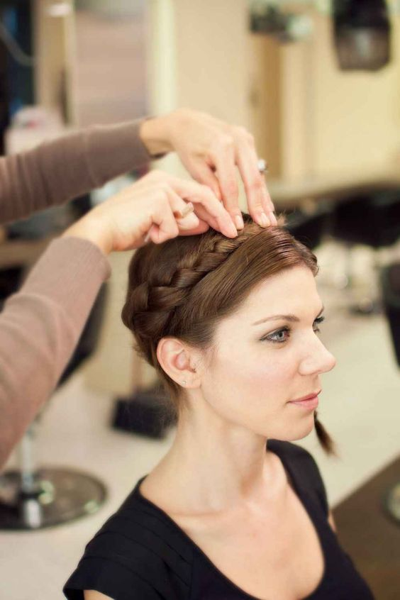 3 Classic Hairdos Perfect For In-Between Hair