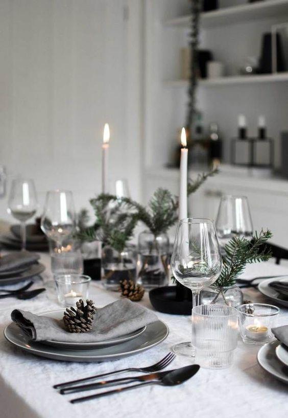Minimalist Christmas table styling with fir, candles & pine cones | These Four Walls blog #tischdeko #weihnachten #winter #dinner #festlich
