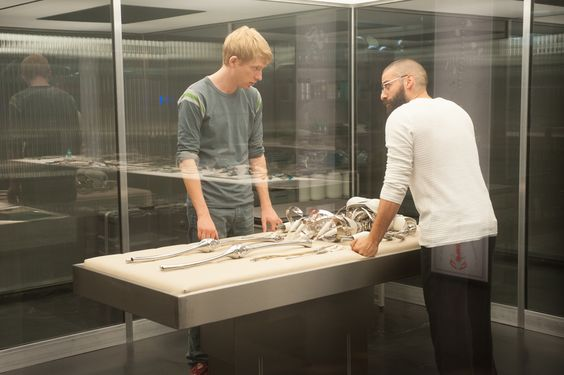 Still of Oscar Isaac and Domhnall Gleeson in Ex Machina (2015)