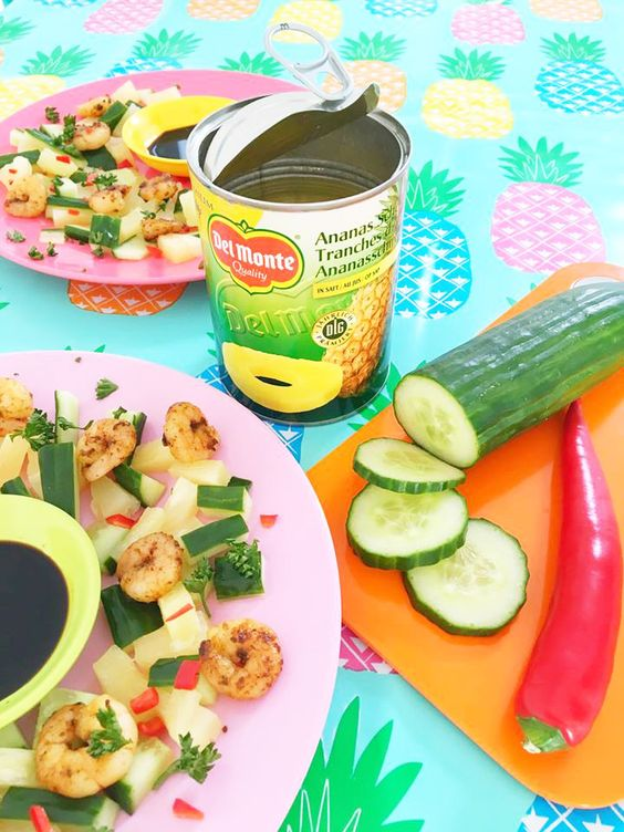 Spicy Side Salad, shrimps, cucumber, pineapple and red pepper /  ananas komkommer garnalen salade