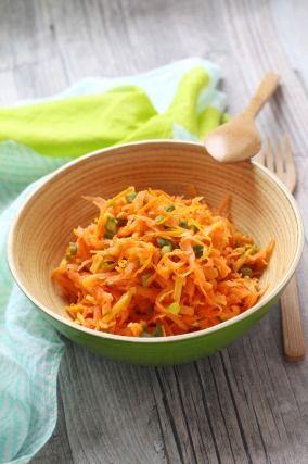 """750g vous propose la recette """"Salade toute orange de carottes râpées, mimolette et orange"""" ."""