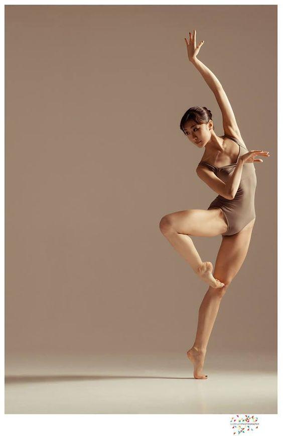 Ballet Fitness - keep in shape .The beautiful Reina Sawai from the Wiener Staatsballett..