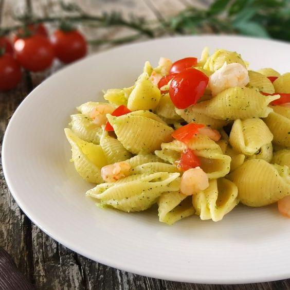 Pasta pesto pomodorini e gamberetti primo piatto gustoso