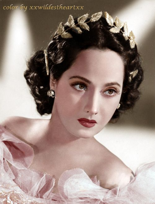 Great color photo of the beautiful, actress Merle Oberon
