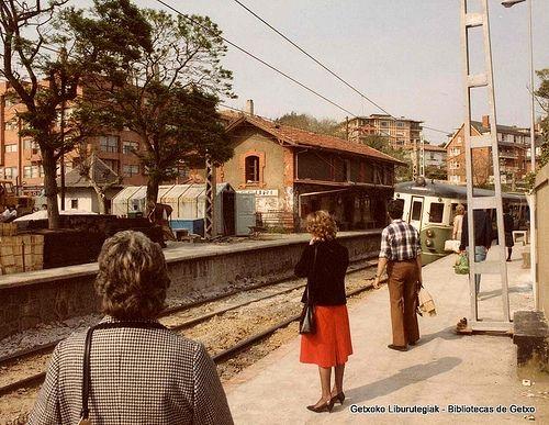 Neguriko tren geltokia / Estación del ferrocarril de Neguri, 1985 (ref. 00139)