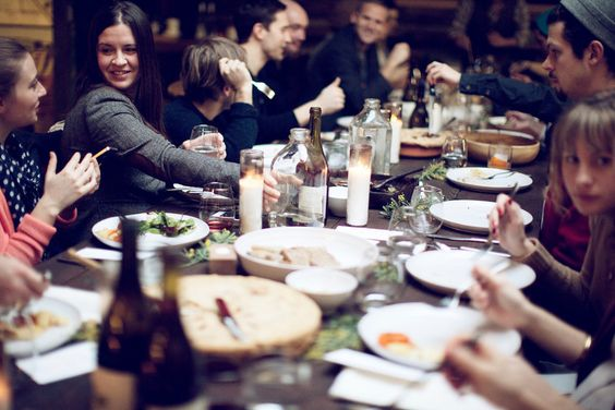 love this image of everyone enjoying their meal | Laura of D'Art Photography for Kinfolk
