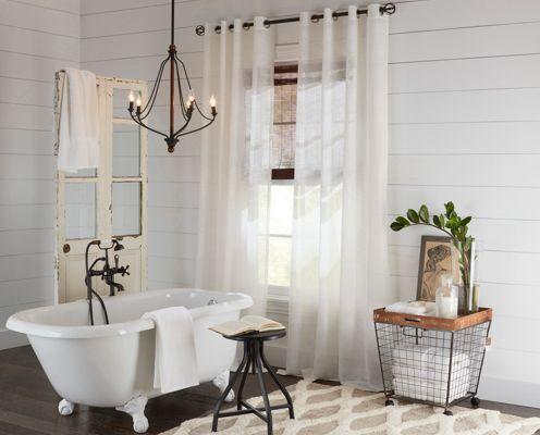 Vintage Chandelier Hanging Over A Clawfoot Bathtub Bathtub Lighting Bathroom Hanging Lights Farmhouse Bathtubs