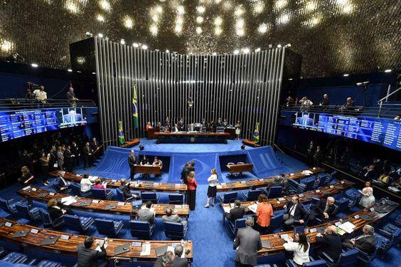 Senado afasta Dilma da Presidência - PÚBLICO