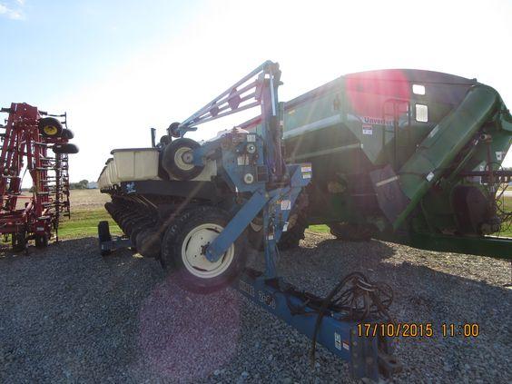 16 row Kinze 3600 corn planter