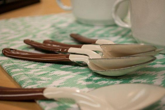 Festejando las tradiciones mexicanas no pueden faltar los utensilios de peltre Cinsa..