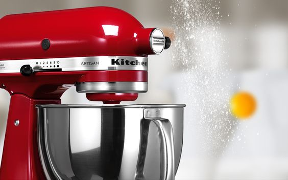 Interesting foreground movement while scrolling down. http://www.kitchenaid.com.br