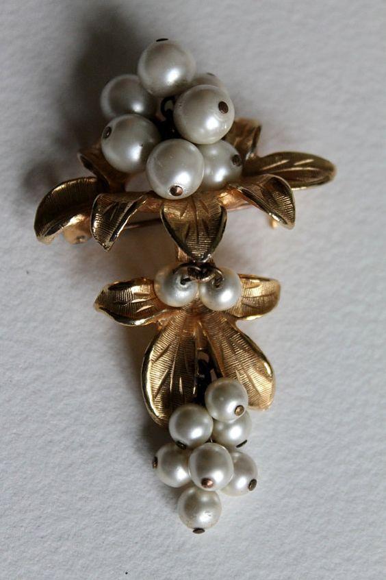 Mistletoe Berries Goldtone Vintage Brooch