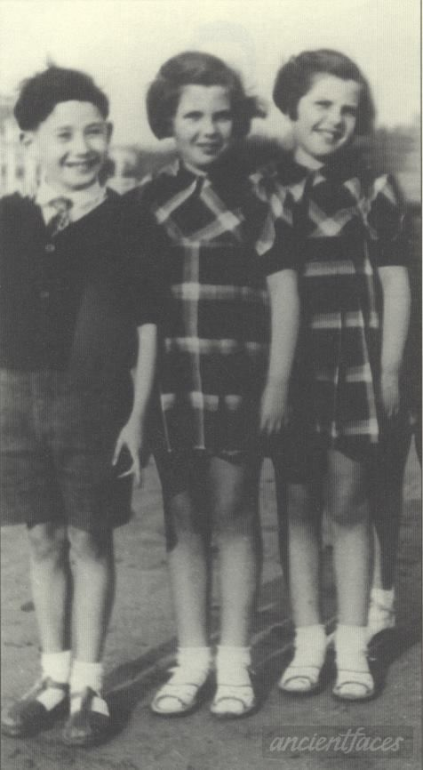 Arlette and Liliane Bloch were deported to Auschwitz in 1944 and used for twins experiments. Neither of them survived.