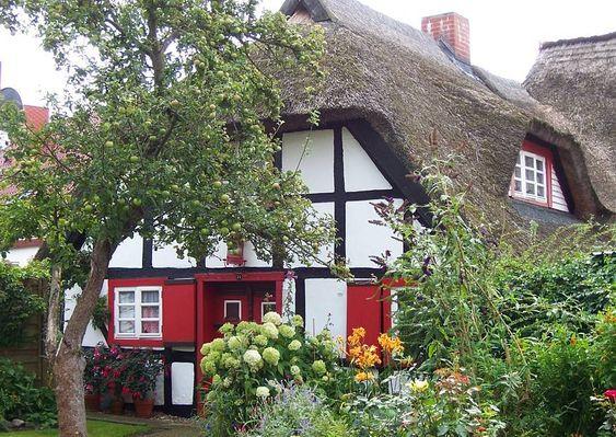 verkleinern:Fischland-Darß Wustrow Ostsee Ferienhaus und schöner Garten Bauerngarten
